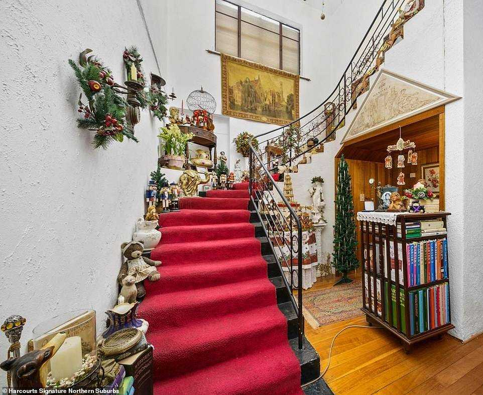 Advertising for the 1950s house in New Norfolk, northwest of Hobart, features dolls in almost every room - and even on the staircase